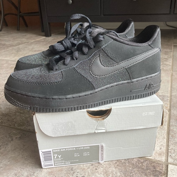 Nike Shoes   Air Force 1 Lv8 Gs Size 7